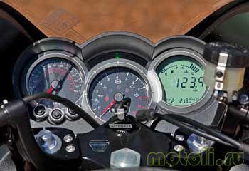 Мотоцикл Triumph Sprint GT (2011)