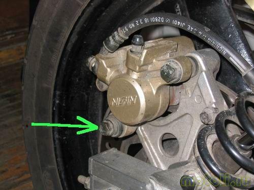 Как заменить задние колодки на Honda CB 400 SF