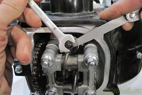 как отрегулировать клапана на скутере