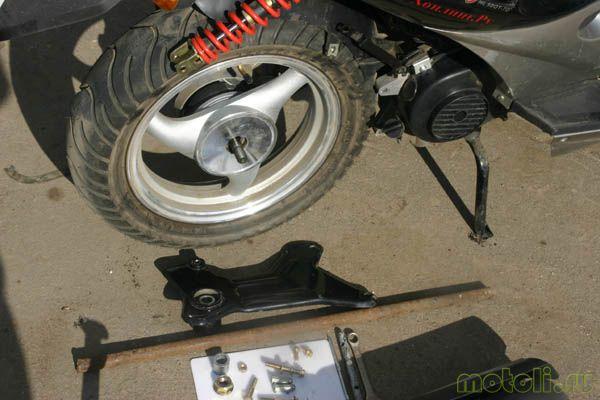как снять заднее колесо на скутере
