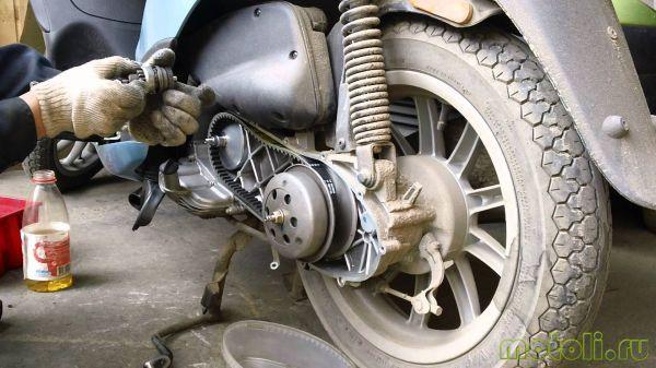 как поменять ремень на скутере