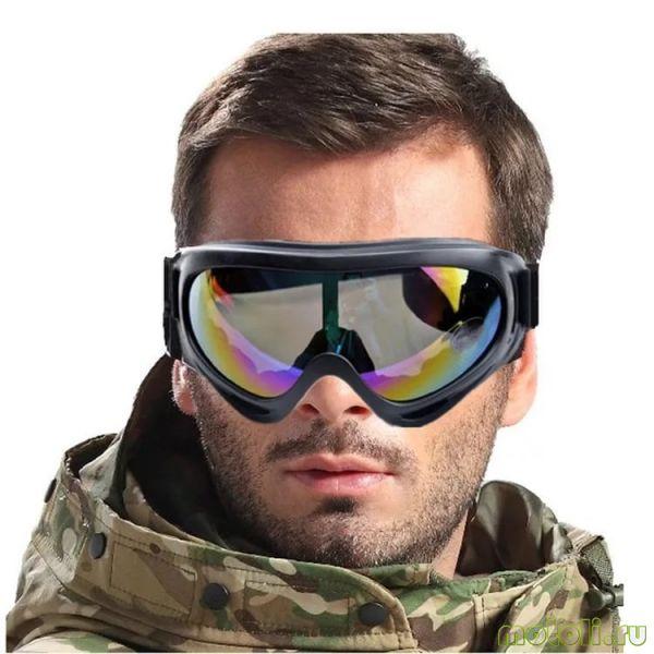 человек в очках для снегохода