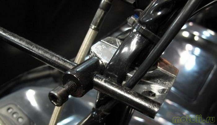 Вот такой нехитрый процесс потребуется для установки нового стекла на Ваш квадроцикл. Теперь можно смело отправляться на пробный заезд и в любую погоду.