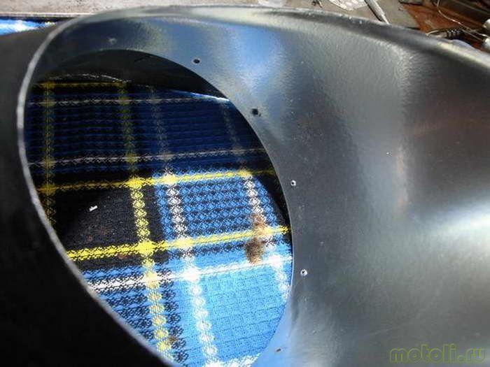 Для крепления шнура в теле фары были сделаны отверстия.