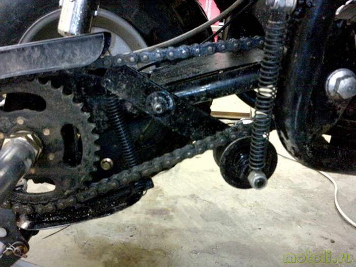 В маятнике квадроцикла просверлено отверстие для болта