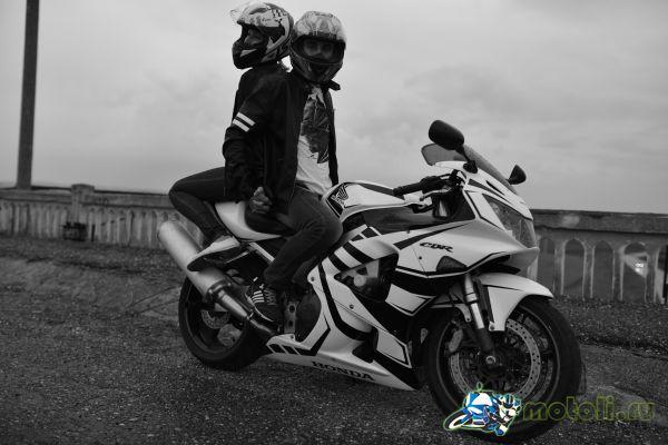 Предложение руки и сердца на мотоцикле зимой